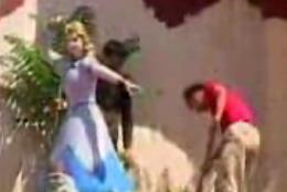 破壊される白雪姫と七人の小人