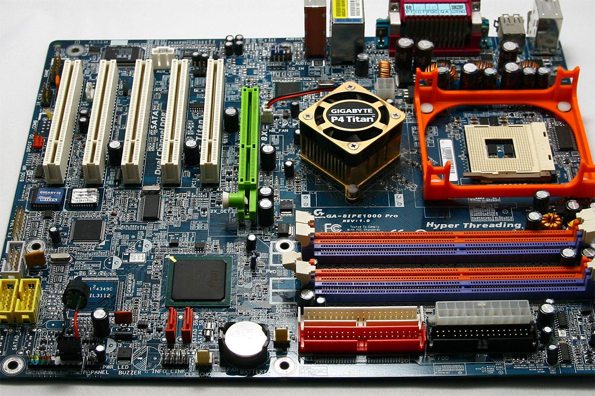 マザーボードで変わるパソコンライフ!マザーボードの選び方